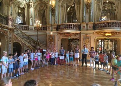 Empfang der Kinder im Foyer des Staatstheaters